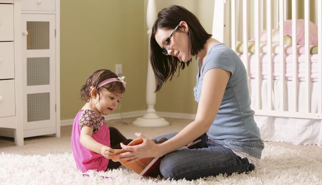 Πως να επιλέξετε νταντά για το παιδί σας