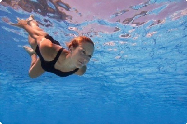 Κολύμβηση: Τα δέκα πλεονεκτήματα που προσφέρει η επαφή με το νερό
