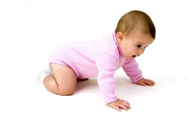 Πως μπορώ να βοηθήσω το μωρό μου να μπουσουλίσει και να κάνει βήματα;