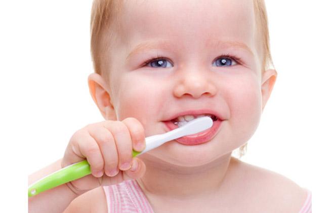 Πως να βουρτσίζω τα δόντια του μωρού μου όταν είναι βρέφος;