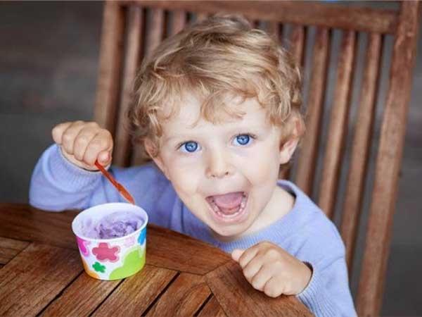 Μπορώ να δίνω στο μωρό μου τρόφιμα που περιέχουν ζάχαρη;