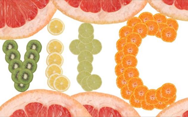 poies trofes exoun perissoteri bitamini c apo to portokali