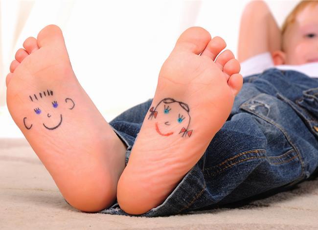 Δείτε τι πρέπει να κάνετε αν το παιδάκι σας περπατάει συστηματικά στις μύτες των ποδιών του