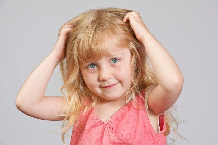 Ψείρες και κόνιδες: Τι πρέπει να γνωρίζουν οι γονείς;